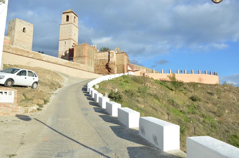 Figuras 4 y 4'. Ruta urbana hacia Mirador de Al-Baezi. Calle Ancha. Estado actual y propuesta.