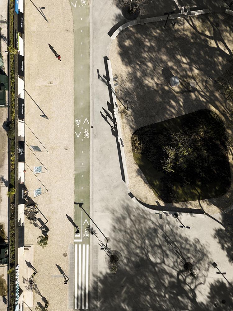 Figuras 11 y 12. Isla quiosco, FG+SG © (izquierda) y planta general, JAA © (derecha).