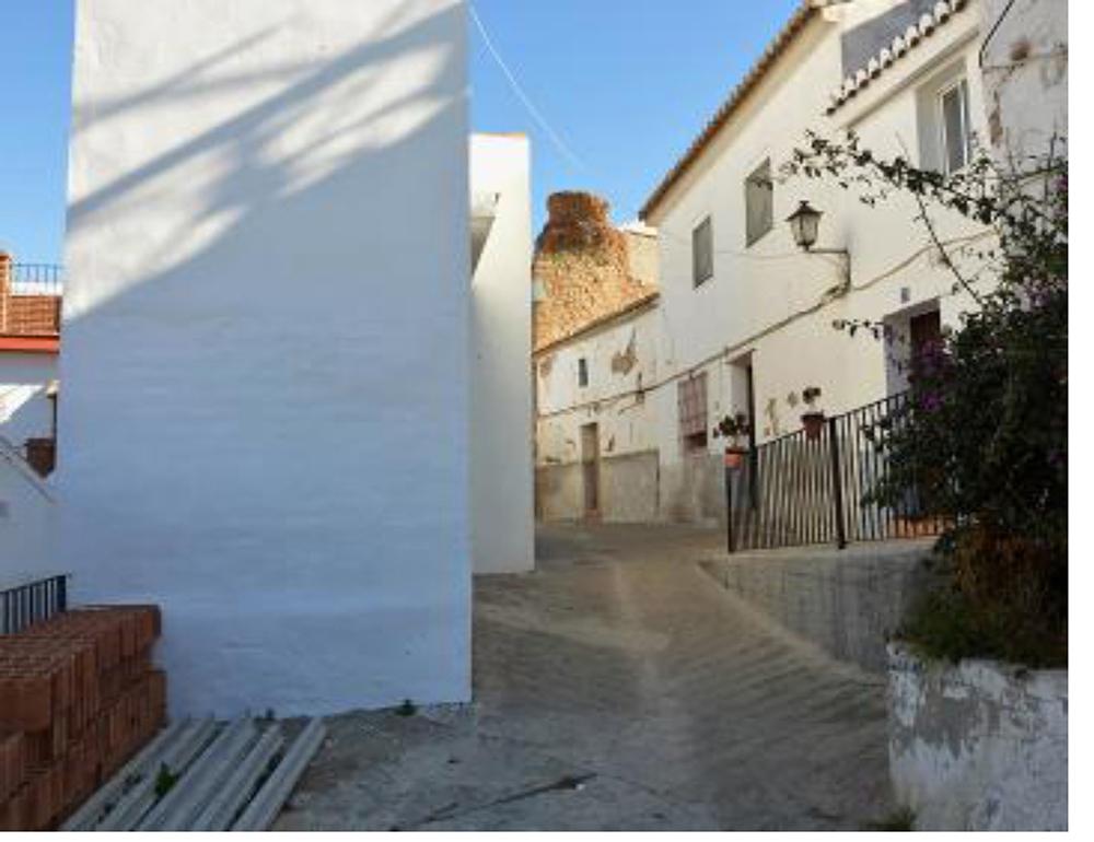 Figuras 5 y 5'. Ruta histórica. Calle Barranco y torreón árabe. Estado actual y propuesta. Mirador de los beneficiados.