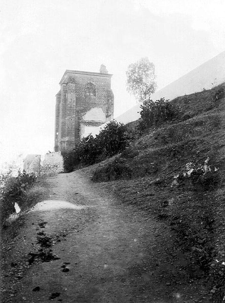 Figuras 6 y 6'. Ruta natural. Calle Carril. Estado previo (Archivo Temboury) y propuesta. Vía crucis.