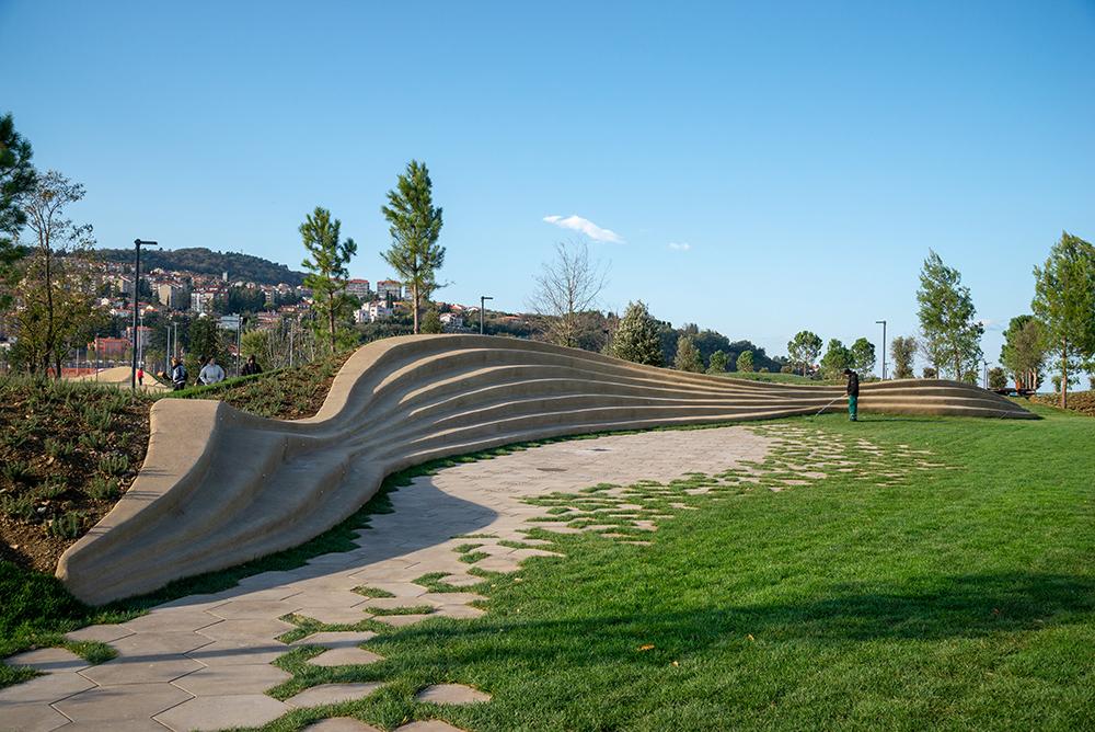 Figuras 10, 11 y 12. Ejemplos de zonas pavimentadas en el parque.