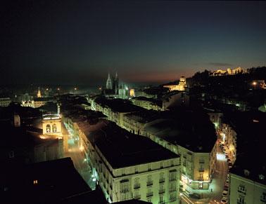Figura 1: Vista de Burgos de noche. Foto de SpainExchange.com