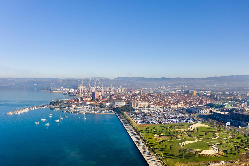 Figura 1. Vista aérea del parque y el centro antigua de la ciudad.