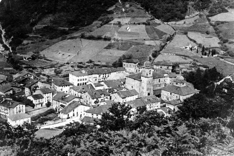 Figura 1:Fotografías del Casco Histórico de Ermua en el año 1920. Autor: Francisco Izagirre. Fuente: Ayuntamiento de Ermua.
