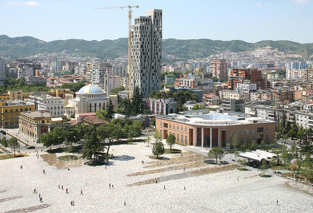 Figura 2. Estado tras la remodelación de la plaza. Fotografía: © Filip Dujardin.