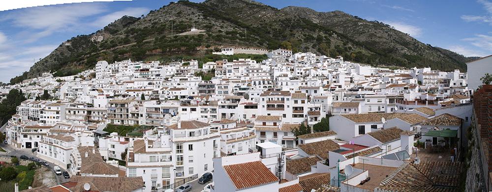 Figura 3. Vista general de Mijas-pueblo desde el sur (Calle Muro), 2014.
