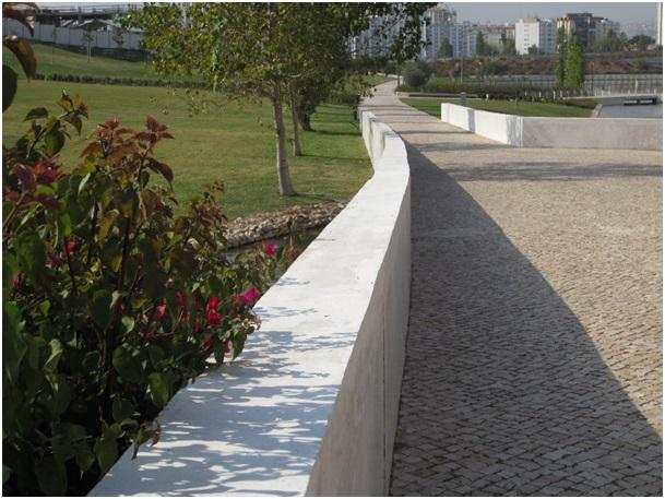 Figura 4. El dique/camino. Parque Oeste Val Grade Lisboa, 2011. Foto: Isabel Aguirre.