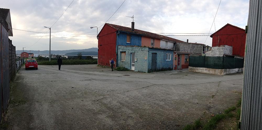 Figura 4. Imagen de los espacios de reunión de los vecinos antes de la intervención en el barrio. Fuente: Martín Insua Calvo + José Barreiro Carreño (arquitectos)