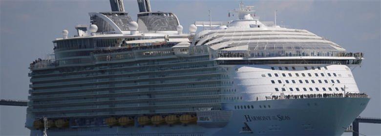 """Figura 8. Imagen del """"Harmony of the Seas"""" atracando en Palma."""
