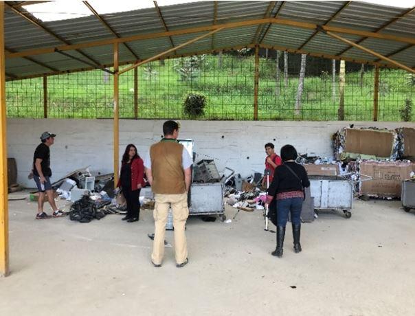 Figura 8: Obtención del material a reciclar en el proyecto. Fuente: Arq. David Regalado (2017)