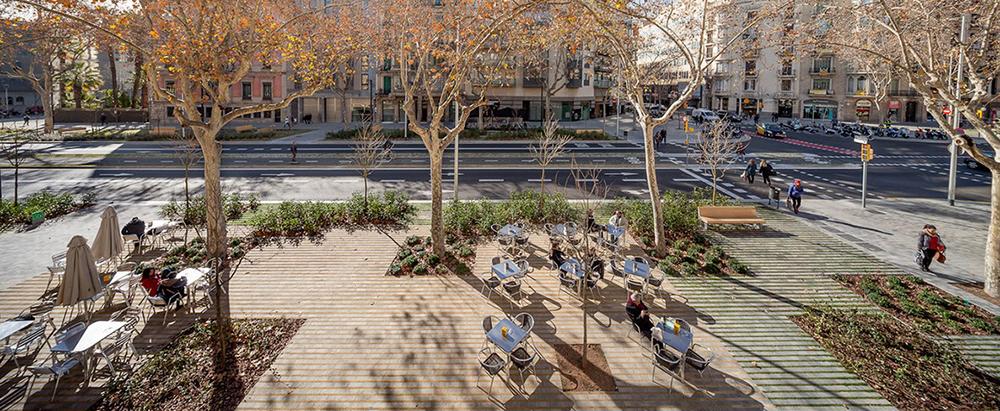 Figura 9. Segunda fase de la remodelación del Paseo de StJoan, Barcelona (Arquitecta: L. Domenèch). Fuente: Metalocus