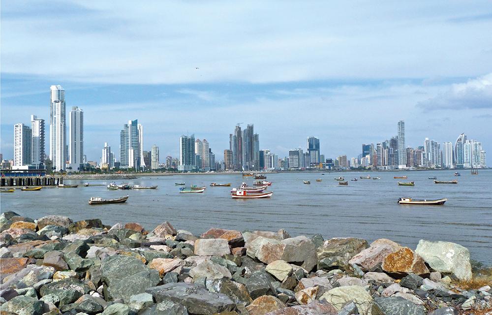 Figura 4. Silueta de Ciudad de Panamá. Foto por Marissa Strniste, 3 de Marzo 2012.