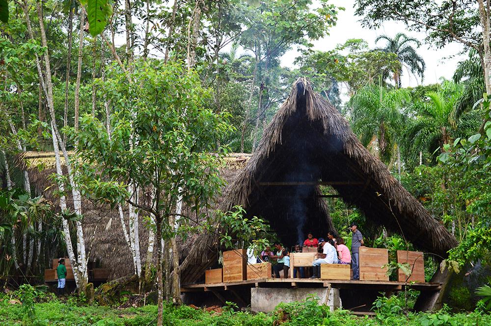Figuras 1 y 2. A la izquierda, Cabaña del Cacao, comunidad de Santa Rita. A la derecha, Balconsito de Ambato, comunidad de Ambatillo