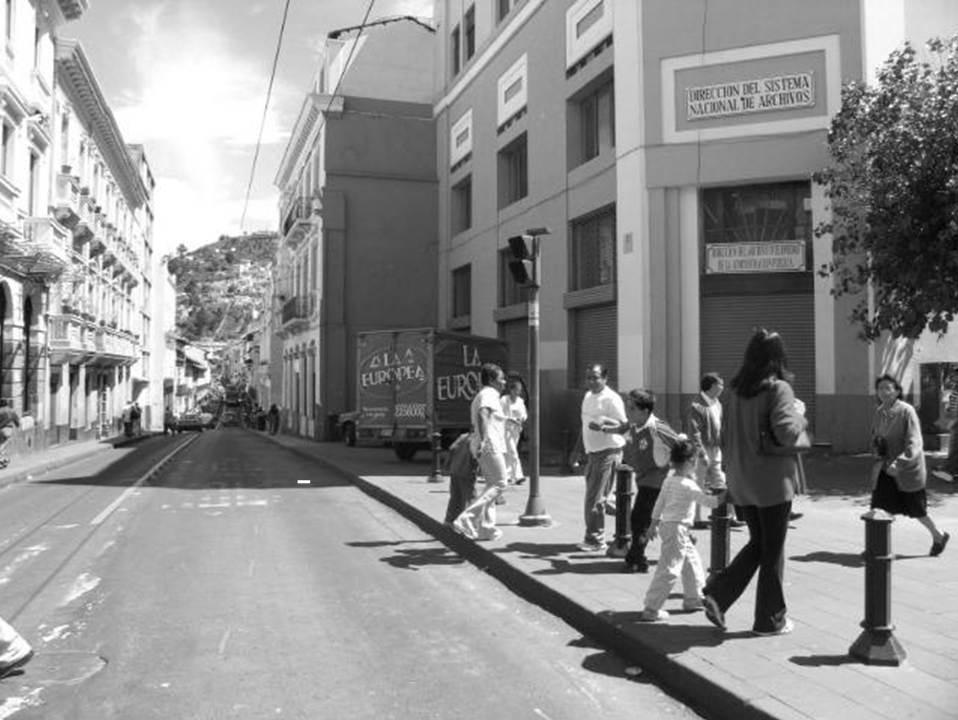 Figura 2: Efecto de la aplicación parcial de la Ordenanza 532 del año 1941 en la calle Guayaquil. Fuente: Instituto Metropolitano de Patrimonio, IMP, 2016