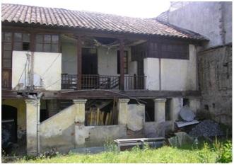 Figura 5: Viviendas y edificaciones rehabilitadas – antes y después. Archivo fotográfico del Instituto Metropolitano de Patrimonio, 2016