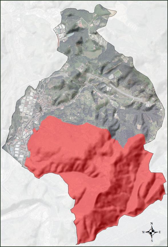 Figura 5. En color rojo, ámbito del Plan de Acción del Pasaje del Corredor Santiagomendi-Landarbaso, sobre el total de la superficie municipal de Astigarraga. Elaboración propia ARAUDI SLP