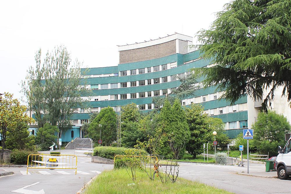 Figuras 3 y 4. Fotografías del estado actual de los Edificios de Maternidad y del Hospital General, sin funcionamiento desde 2014