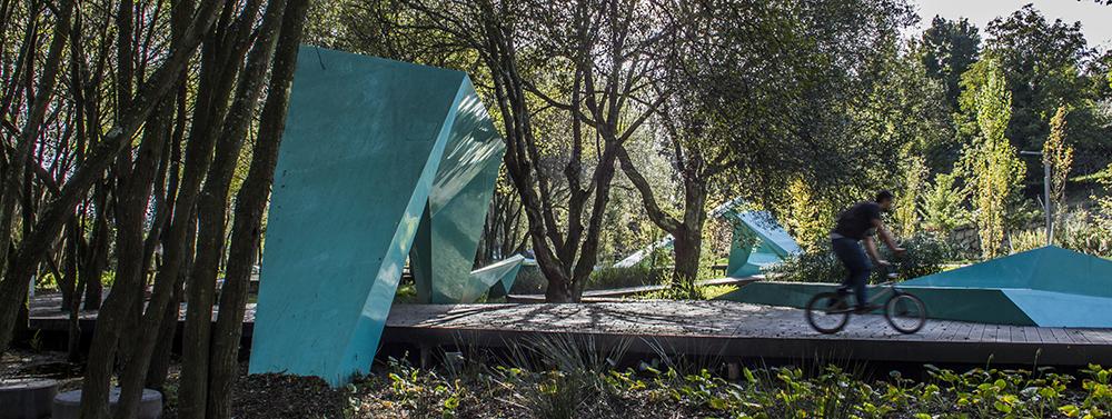 Figura 17. Instalación en obra de las estructuras interpretativas.