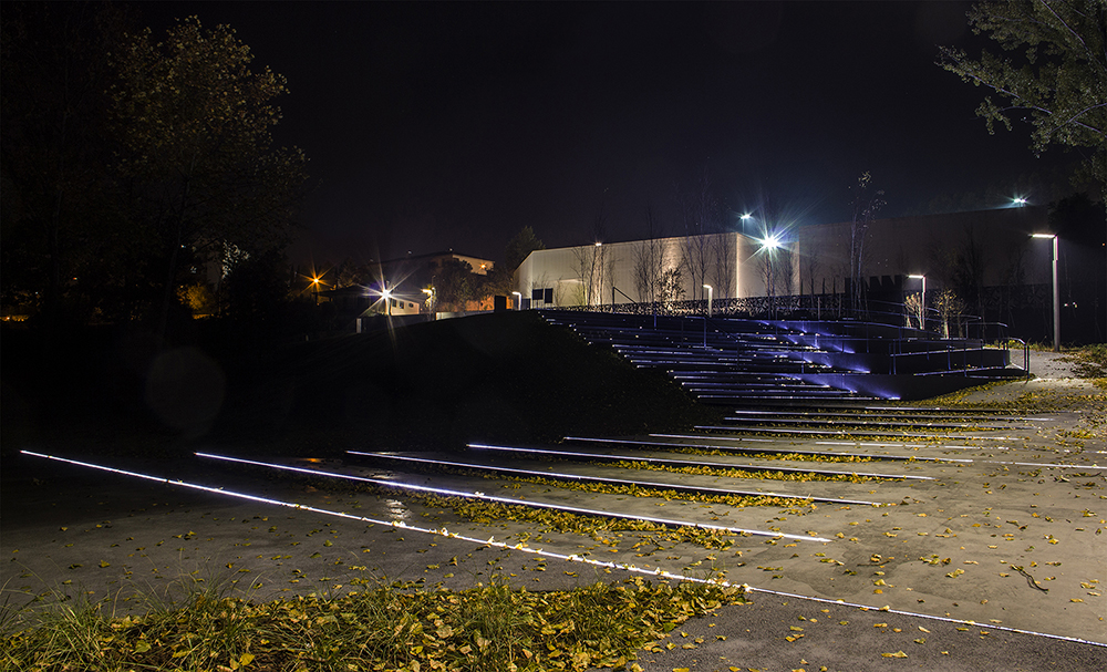 Figura 26. Iluminación de la plaza.