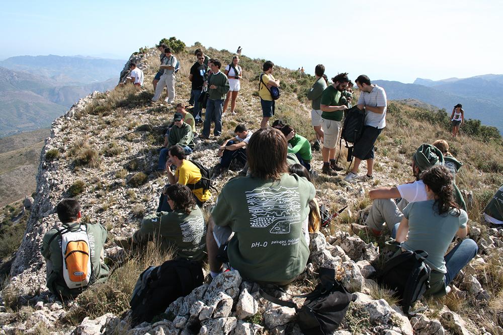 Figura 4. Reconocimiento de la unidad paisajística durante el taller , 2006. Foto: Francisco Leiva