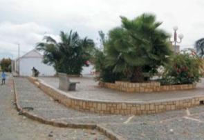 Figura 11.Plaza de João Galego (izquierda) Figura 12.Tramaurbana de João Galego (derecha)