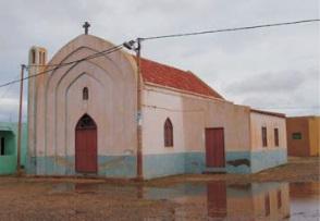 Figura 32.Iglesia de João Galego (izquierda) Figura 33. Iglesia de Fundo das Figueiras (derecha)
