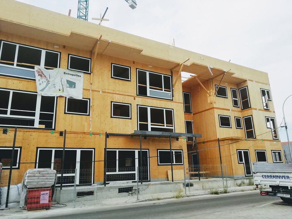 Figura 3. El edificio en estado de construcción.