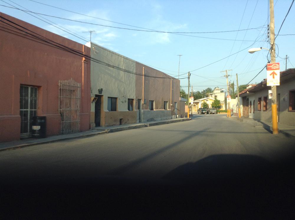 Figura 1. Imágenes de la tipología de viviendas y calles en ambos fraccionamientos aledaños analizados.