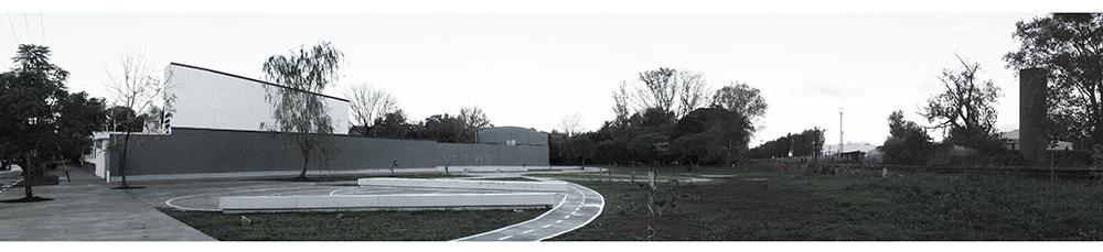 Figura 6. Vista del espacio público Plaza de las Carretas hacia el muro de la escuela 9 (primera fase – pavimentos). Fotografía Silvestre Castellani