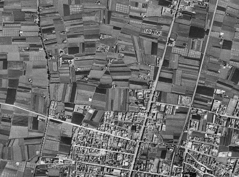 Figuras 9 y 10. A la izquierda, Fotoplano de Sant Jordi. Año 1956. Fototeca ICV. A la derecha, Fotoplano de Sant Jordi. Año 2000. Fototeca ICV