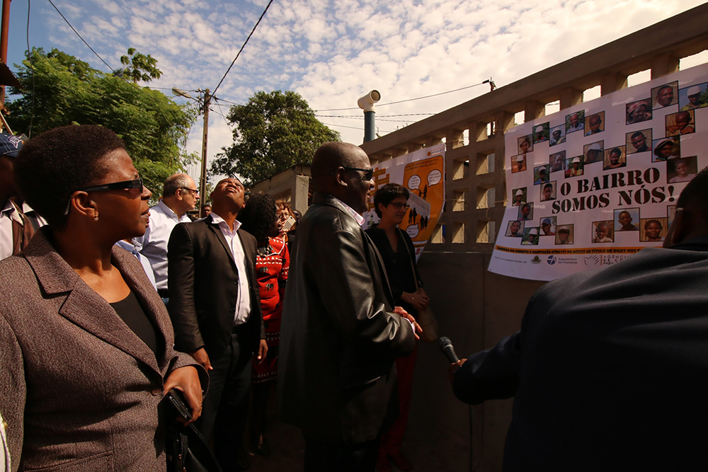 Figura 11 Inauguración de las obras de mejoramiento de las primeras calles el 8 de Marzo de 2017. Políticos, técnicos y la comunidad celebrando los resultados del proyecto piloto de Hábitat. Fuente: Orlando Muculo ASF.