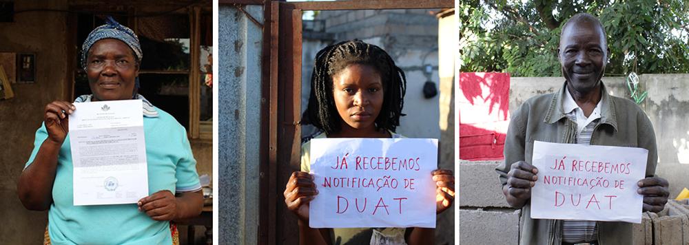 IMAGEN 13. Diferentes vecinas/os muestran la notificación del DUAT. Su solicitud ha sido aceptada y está a la espera de ser tramitada. Fotografía de Celia Márquez.