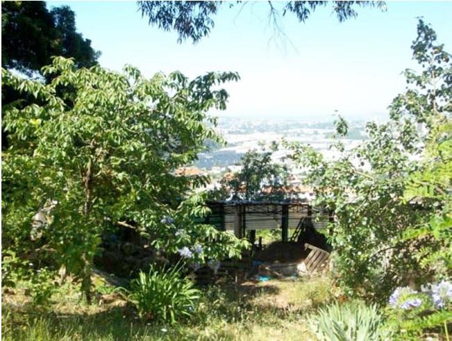 Figura 11. Edificación espontánea en la ladera, camino Galindra cortado y tendidos aéreos